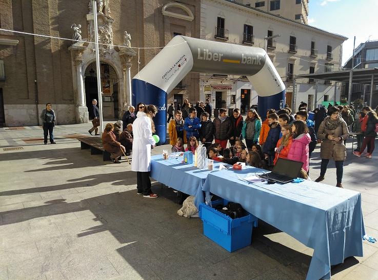 La Semana de la Ciencia se trasladó ayer a la plaza del Jardinillo en Guadalajara