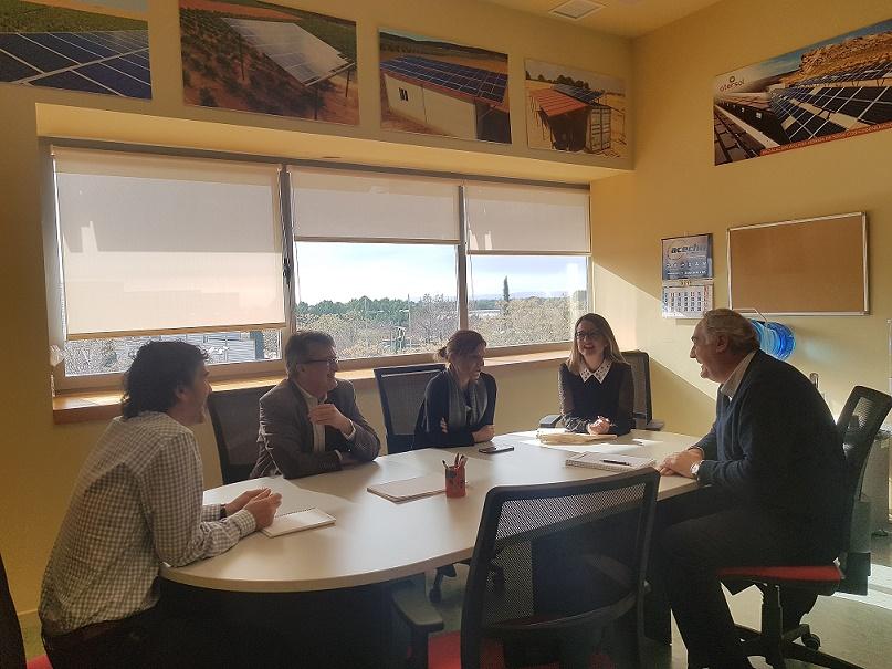 La Directora General de Economía Circular, Marta Gómez Palenque, y la Delegada Provincial de Desarrollo Sostenible en Albacete, Llanos Valero, visitan nuestras instalaciones en Albacete.