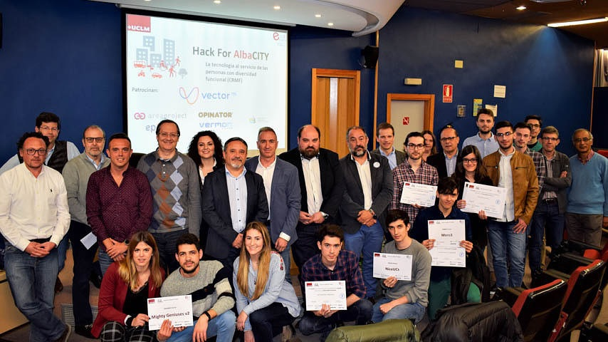 Entrega de premios de la tercera edición del concurso Hack for AlbaCITY