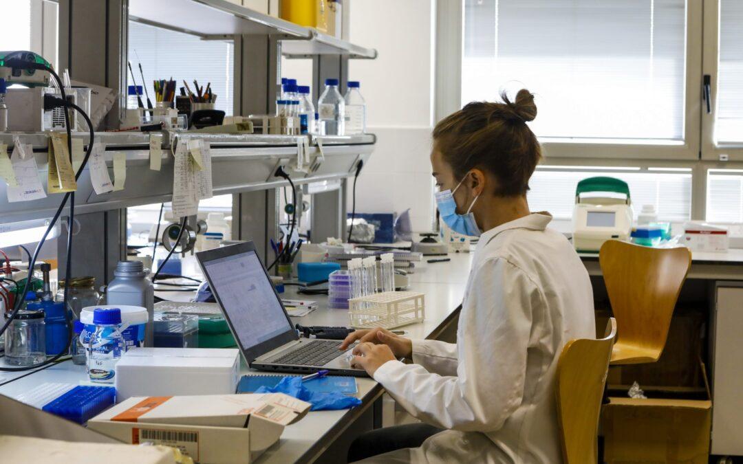 El Gobierno aprueba una convocatoria de ayudas para contratar a investigadores
